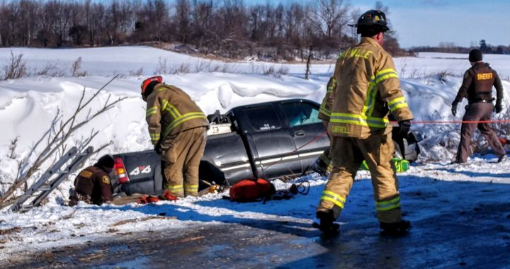 Sheriff lauds nurse for aiding crash victim